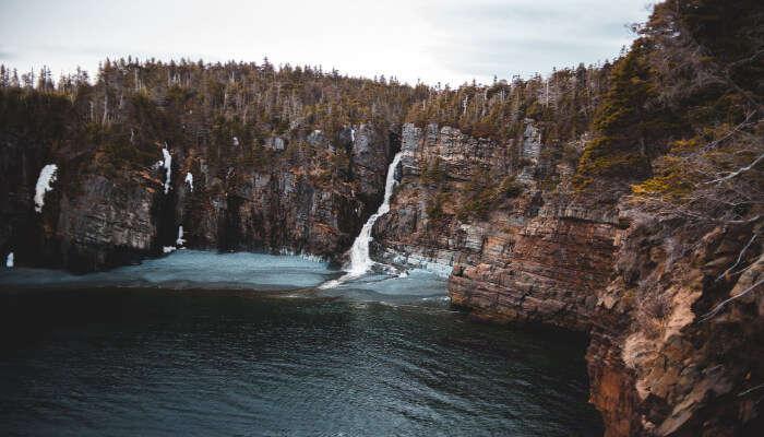 Kemburli Waterfall