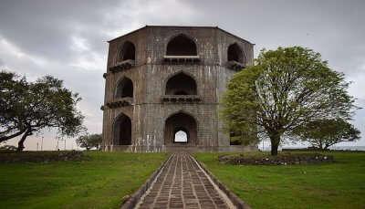 Salabat Khan Tomb